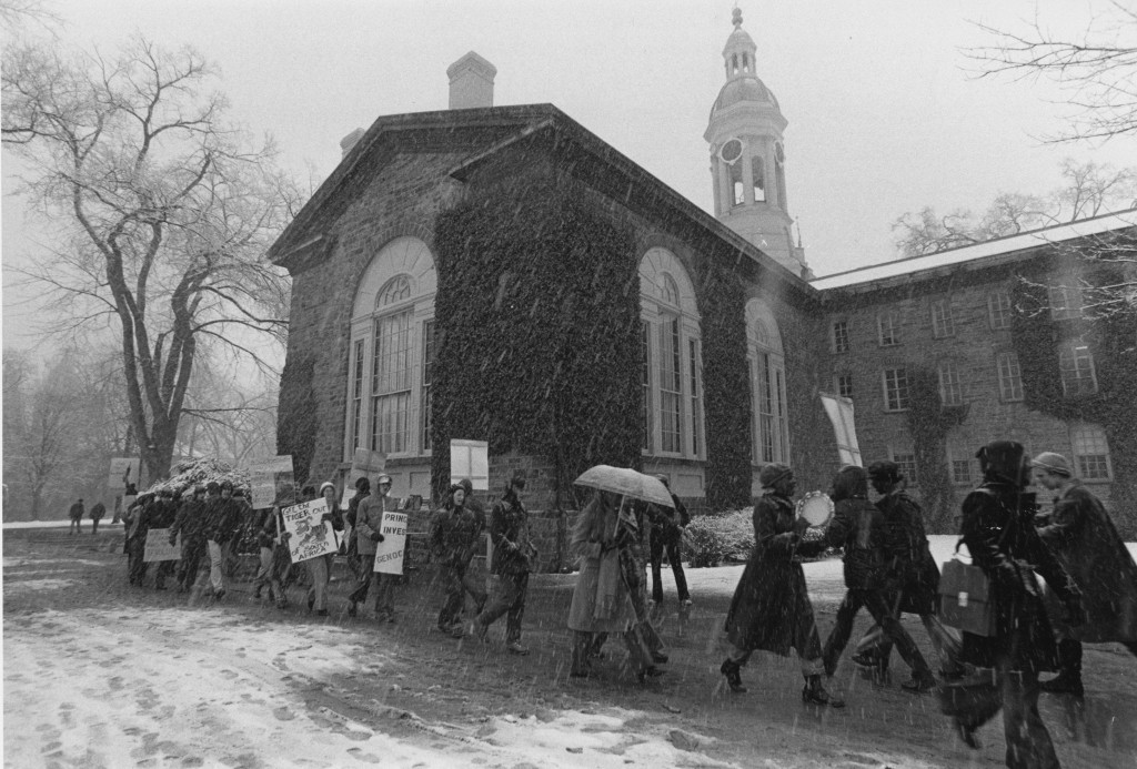 Protest_Nassau_Hall_Snow