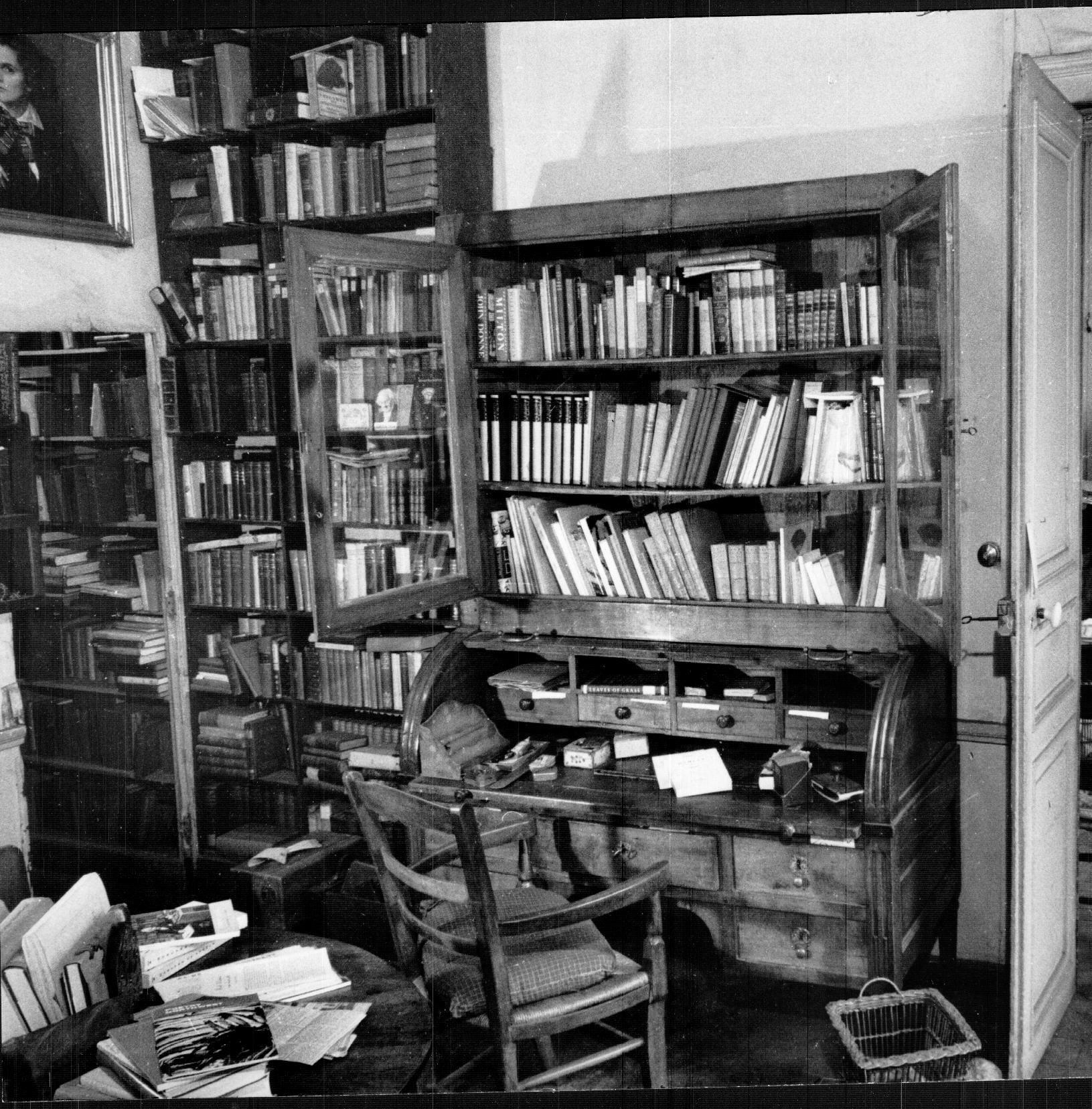 http://blogs.princeton.edu/rarebooks/images/1964-SB-C0108-bx276-1.jpg
