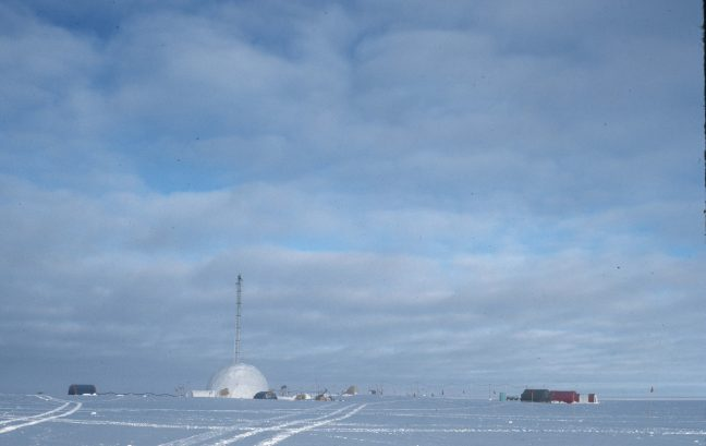 Researchers at Princeton University analyzed ice cores collected in Greenland and Antarctica to determine levels of atmospheric oxygen over the last 800,000 years. (Image: Stolper, et al.)